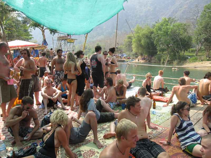 The-Tubing-Crowd-in-Vang-Vieng